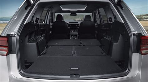 volkswagen atlas interior features capacities