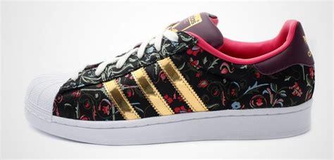 Hombres De Las Adidas Originals Superstar 2 Year Of The Snake Casual Zapatos Negro Rojo Zapatos P 465 by Adidas Superstar Estados
