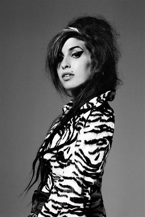 Amy Winehouse Black and White Poster   Uncle Poster