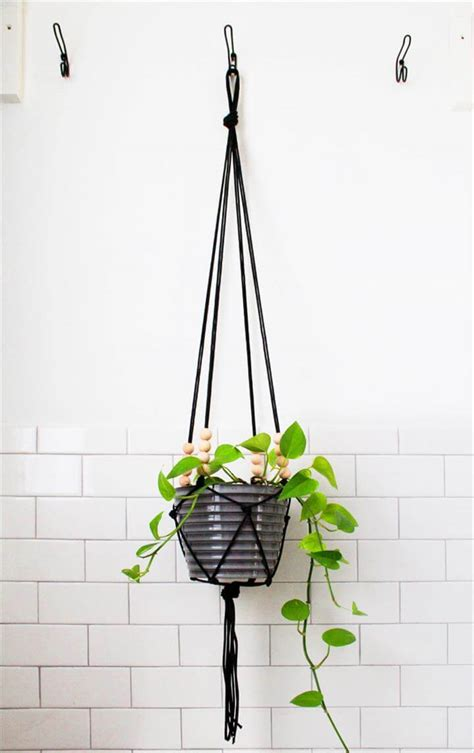 How To Make A Plant Hanger With Rope - 25 diy plant hangers with tutorials diy crafts