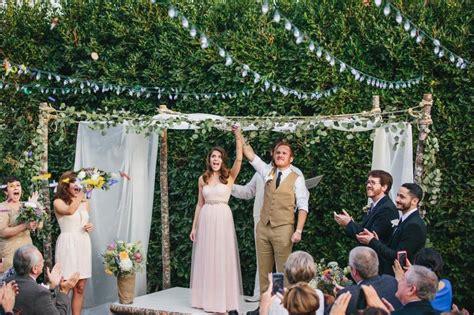 five backyard wedding themes we