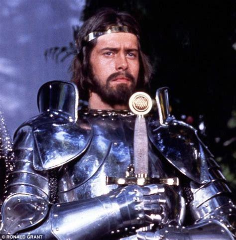 se filmer king arthur legend of the sword film online arthur lancelot 2017 blackberrytoday