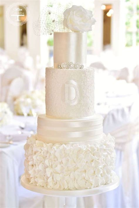 White Wedding Cake Pictures by 1000 Ideas About White Wedding Cupcakes On