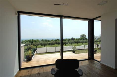 tende per grandi vetrate serramenti infissi minimali cetos grandi vetrate casa
