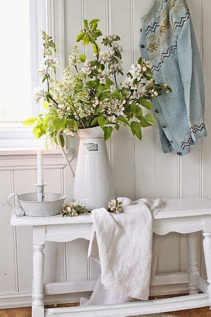 picture of cute and sweet shabby chic hallway decor ideas 16