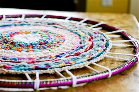 hoola hoop rug now comes the part cut and tie each spoke individually