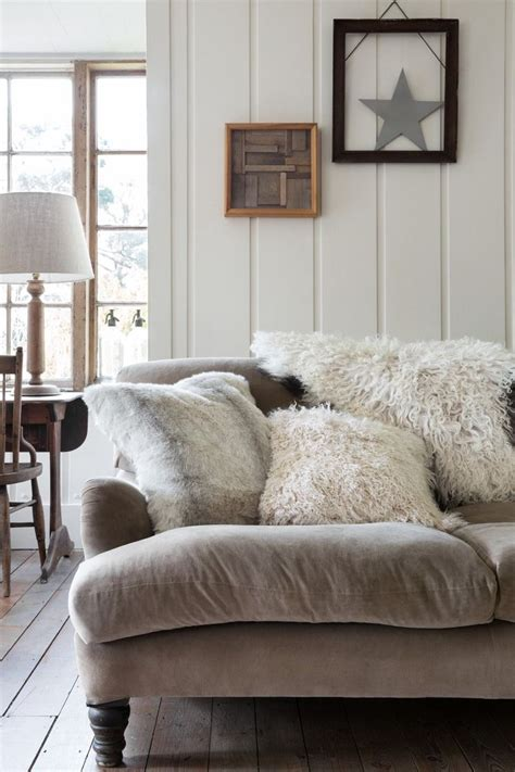 Fur Bedroom Decor by Stunning Faux Fur Decor Ideas To Make Your Home Cozy