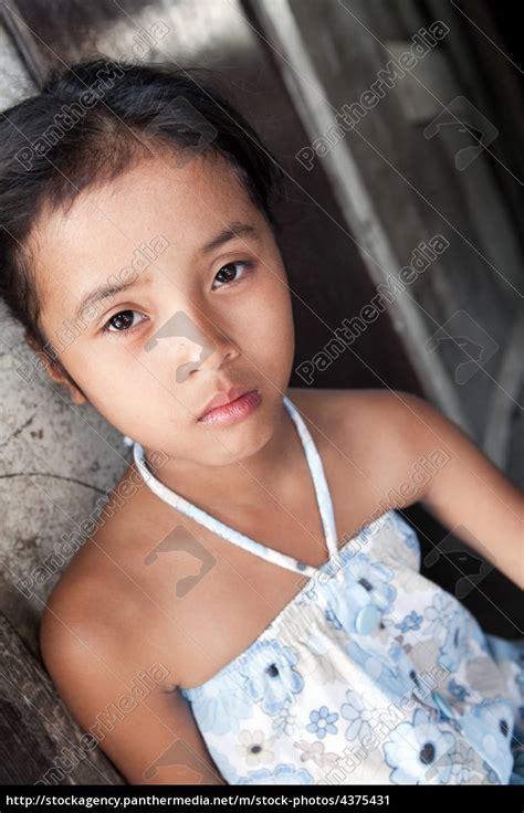Junge Asiatische Mädchen Porträt In Armut Stockfoto