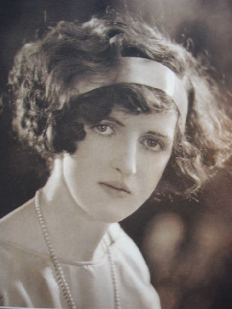 short 20s style curl hair styles of the last 100 years social serendip