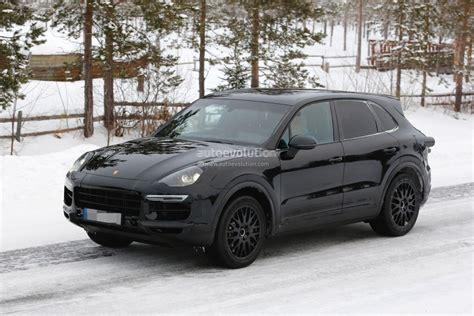 Porsche Cayenne Spoiler 2018 porsche cayenne spied shows active rear spoiler