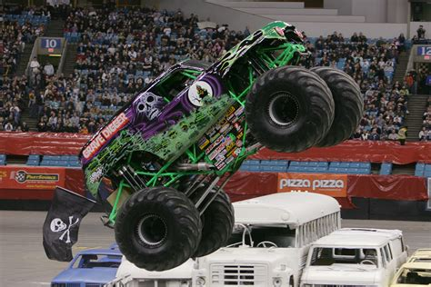 new grave digger monster truck image gallery monster jam grave digger