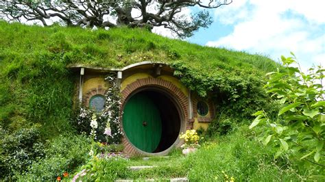 hobbit house new zealand nature landscape house new zealand hobbiton door