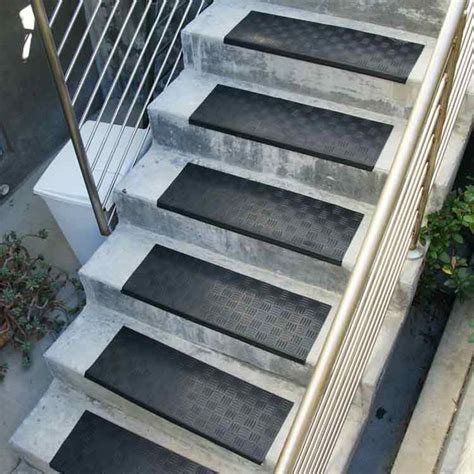 Mats For Outdoor Steps by 17 Best Images About Pet Rs On Stair Treads