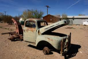 File:Abandoned Old Rusty Car (3467150757).jpg - Wikimedia Commons Rusty