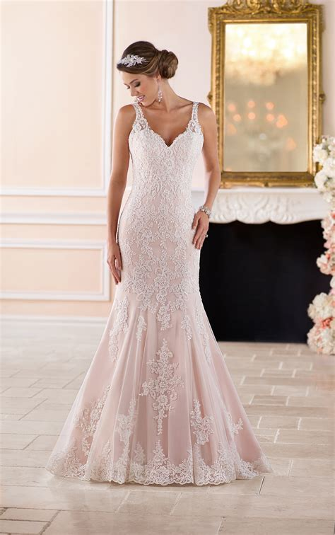 scalloped lace keyhole  wedding dress stella york