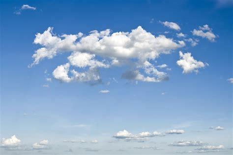 download wallpaper awan hd gambar langit sinar matahari suasana siang hari