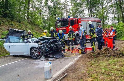 Motorradunfall Heilbronn by T 246 Dlicher Unfall Bei Heilbronn Auto Kracht Gegen Baum