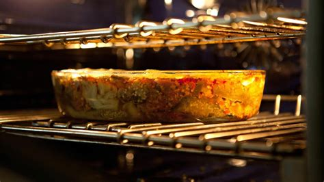what temperature keeps food warm in the oven reference com