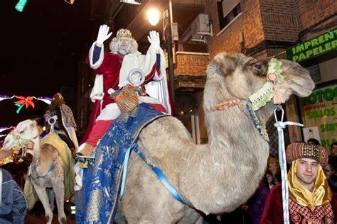 fotos reyes magos en camellos getafe los reyes magos subir 225 n a sus camellos y 17