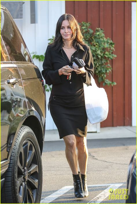 That Aniston Courteney Cox Isnt Really by Aniston Doesn T Want A Friends Reunion Until