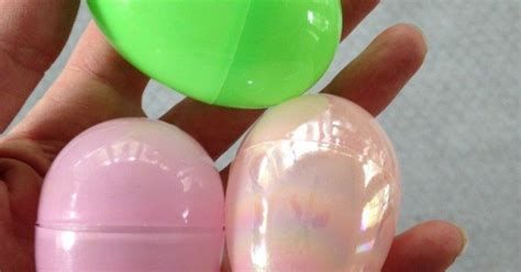 chalk paint plastic painted plastic easter eggs diylikeaboss hometalk