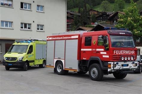Kinder Auto Vorne Sitzen Schweiz by Einweihung Des Strassenrettungs Fahrzeug Der Feuerwehr