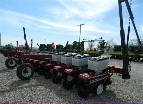 Agco Planters by Agco White 6700 12 Row Planter Item D8887 Sold March