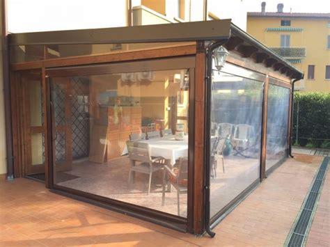 tettoie in legno chiuse 12 best images about pergolato e tende esterne on