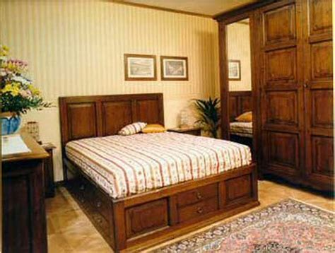 pareti azzurre da letto arredamento arte povera da letto