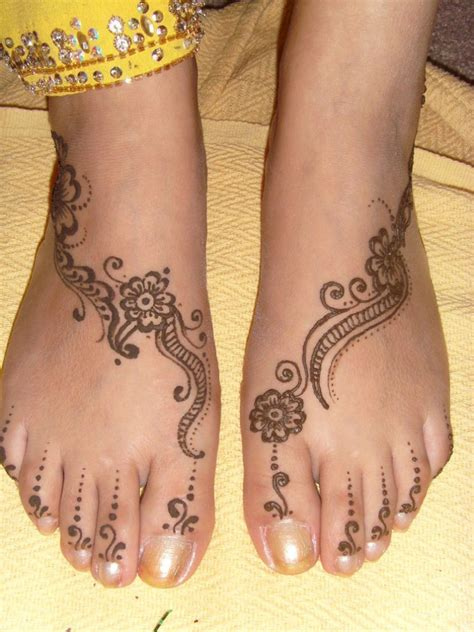 simple henna tattoo on foot henna designs for