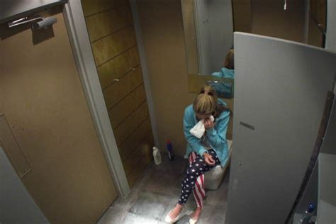 spy bathroom video lauren crying in the toilet big brother 2012 day 14