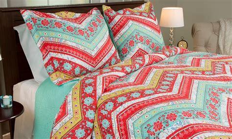 Quilt Deals printed quilt sets 2 or 3 pieces groupon