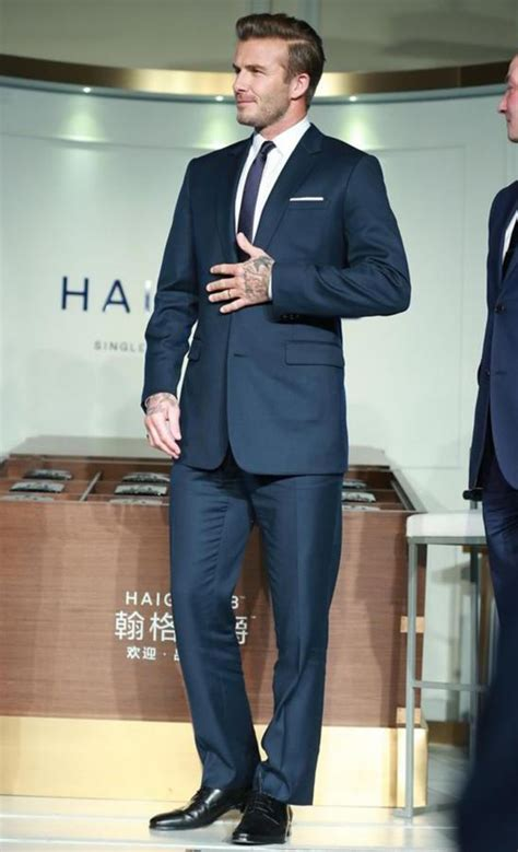 how to wear a navy suit right david beckham