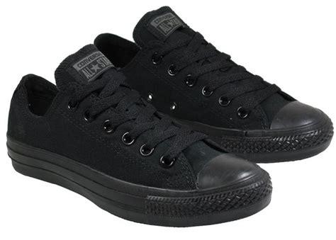 Converse Black Low Ori אלה נעליים של בנים לדעתכם כאילו אם בחורה תנעל אותן היא