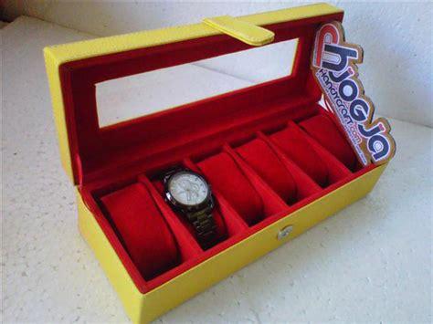 Tempat Jam Isi 6 Dan Perhiasan Warna Cokelat Dalam box jam isi 6 yellow