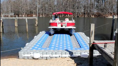 how to dock a pontoon boat in a slip this is how to dock a pontoon boat jamson