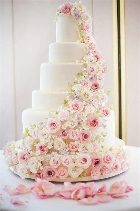 fiori a cascata matrimonio venti idee per decorare con i fiori a cascata