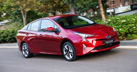 toyota car showroom review 2017 toyota prius review carshowroom com au
