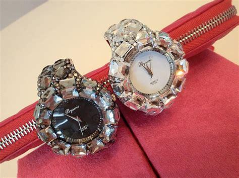 Jam Tangan Wanita Fashion Stylis Vintage Bracelet White korean fashion form bracelet 191009