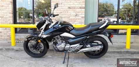 suzuki gw  standard bike streetbike motorcycle