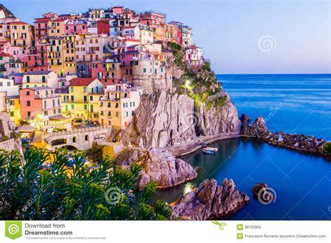 cing villaggio dei fiori tramonto in manarola cinque terre italia immagini stock