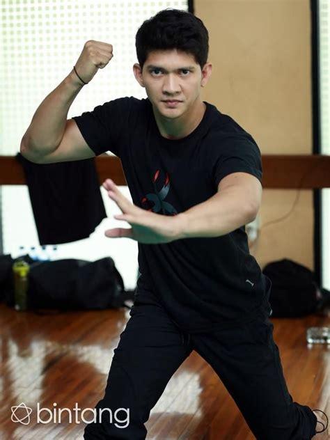aktor film papan atas indonesia aktor film laga iko uwais kini semakin melambung namanya