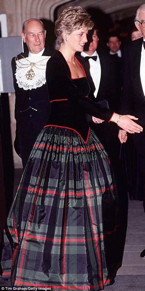 Princess Diana Biru puteri diana botol ikonik pakaian baldu hijau ditetapkan