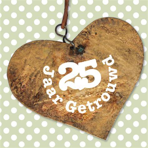 25 jaar getrouwd zilver felicitatie 25 jaar getrouwd houten hart jubileumkaarten kaartje2go