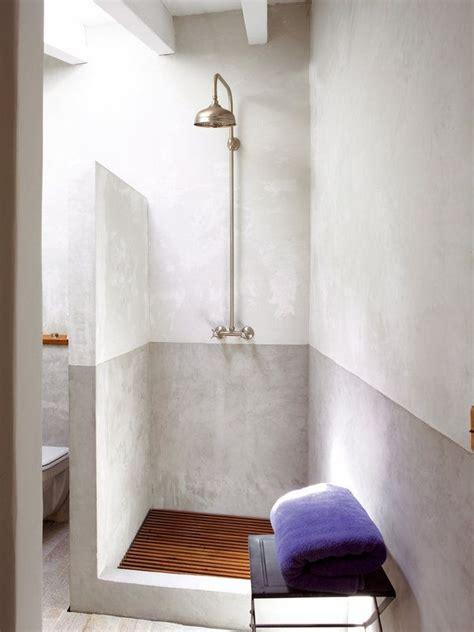 revestimientos para duchas las 25 mejores ideas sobre ducha de piedra en y