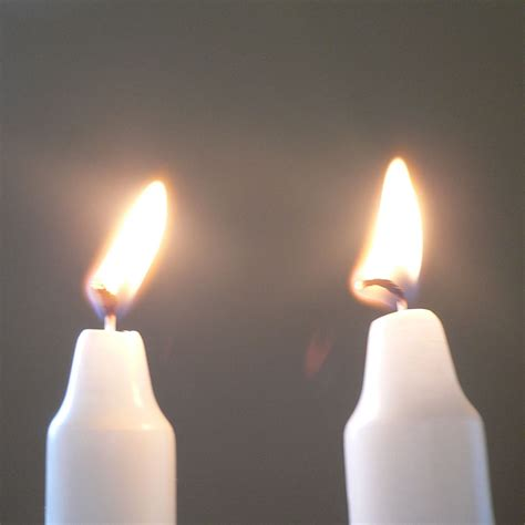 sabbath candle lighting lighting shabbat candles imgkid com the image kid