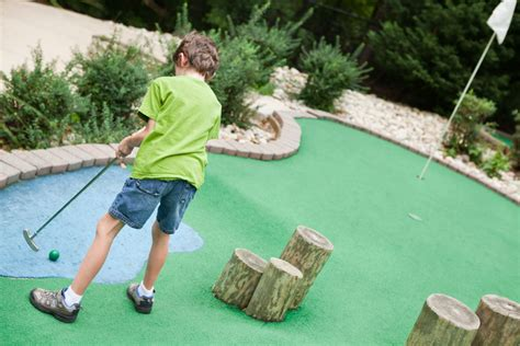 diy backyard mini golf course