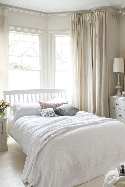 cream bedroom curtains best 25 bay window bedroom ideas on pinterest bay