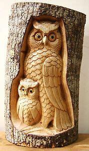 talla de madera natural buho   bebe en tronco de arbol