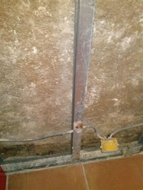 Isoler Un Mur Humide 2768 by Simple Voila Des Photo Du Mur On Apperoit Des Pierres Tout